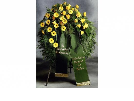 Kranz mit gelben Gerbera u. gelben Rosen